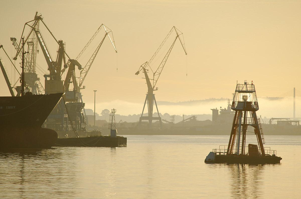 Infrastructures performantes - Surplus militaire brest port de commerce ...